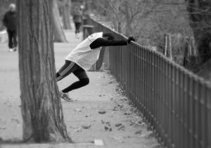 El atletismo no es de los deportes en los cuales se recomienda estirar antes de practicarlo.