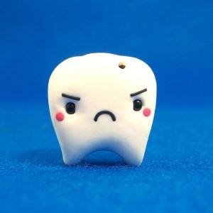La muela del juicio puede causar infecciones en las encías al no salir correctamente.
