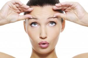 El Botox relaja los músculos para atenuar las líneas de expresión.